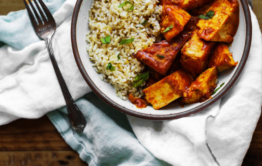 Tofu Vegano de Curry Rojo con Arroz