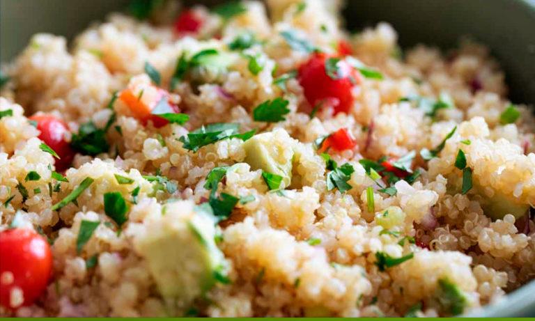 Receta de ensalada de quinoa marroquí con garbanzos crujientes